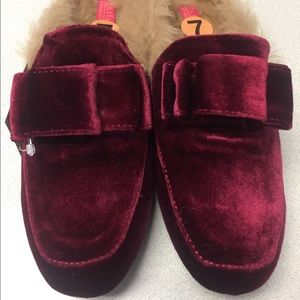 Bow Tie Slippers House Catherine Malandrino Sz 7